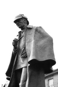 statue_of_sherlock_holmes_in_edinburgh